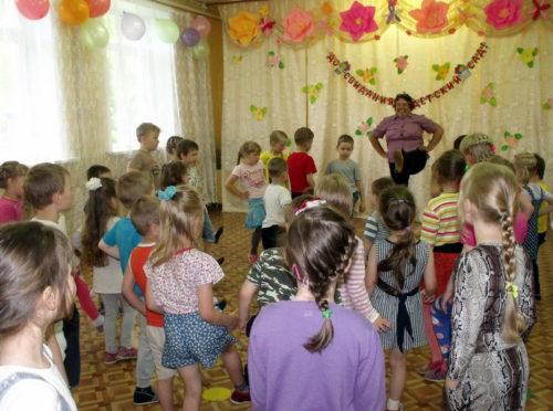 Дети спели для детей