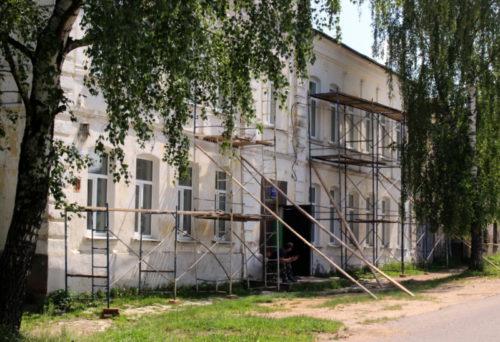 В здании начальных классов Старицкой средней школы начался ремонт