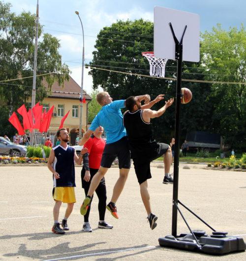 Старица отмечает День города по-спортивному