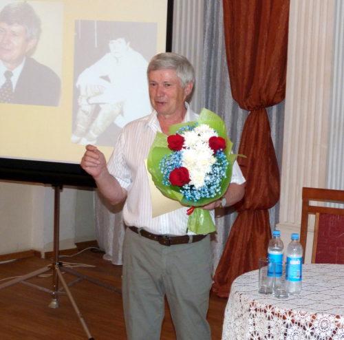 Виктор Хотулёв вывел старичан на прогулку
