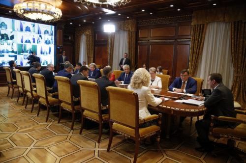Дмитрий Медведев одобрил предложение Игоря Рудени по разработке программы обновления парка школьных автобусов